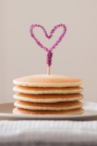diy-pipe-cleaner-heart-toppers