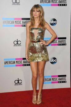 131124-galleryimg-otrc-amas-2013-AP-red-carpet-swift