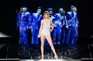 taylor-swift-1989-world-tour-detroit-field-may-2015-billboard-650